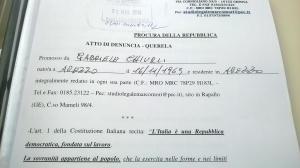 La prima pagina dell'esposto col timbro del Registro della Procura di Firenze